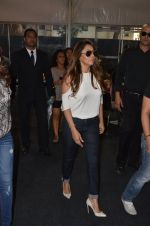 Gauri Khan snapped at Mahalaxmi Race Course as she attended Mecedes Benz event on 16th Oct 2016 (1)_5804ba5353bea.JPG