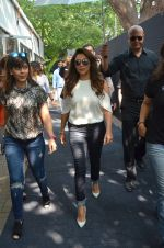 Gauri Khan snapped at Mahalaxmi Race Course as she attended Mecedes Benz event on 16th Oct 2016 (4)_5804ba597958a.JPG