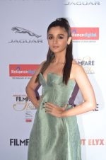 Alia Bhatt at Filmfare Glamour & Style Awards 2016 in Mumbai on 15th Oct 2016 (1771)_5804d75d10b79.JPG
