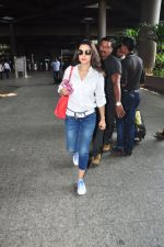 Ameesha Patel snapped at airport on 16th Oct 2016 (10)_5804b9b3efcdf.JPG