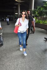 Ameesha Patel snapped at airport on 16th Oct 2016 (11)_5804b9b4c77f6.JPG