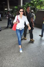 Ameesha Patel snapped at airport on 16th Oct 2016 (12)_5804b9b645679.JPG
