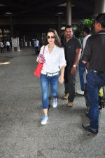 Ameesha Patel snapped at airport on 16th Oct 2016 (9)_5804b9b31763c.JPG