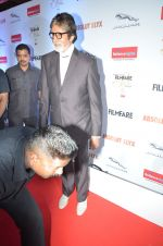 Amitabh Bachchan at Filmfare Glamour & Style Awards 2016 in Mumbai on 15th Oct 2016 (2181)_5804d76d51887.JPG
