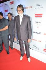 Amitabh Bachchan at Filmfare Glamour & Style Awards 2016 in Mumbai on 15th Oct 2016 (2185)_5804d77047065.JPG
