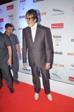 Amitabh Bachchan at Filmfare Glamour & Style Awards 2016 in Mumbai on 15th Oct 2016 (2189)_5804d773eafdc.JPG