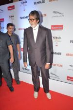 Amitabh Bachchan at Filmfare Glamour & Style Awards 2016 in Mumbai on 15th Oct 2016 (2190)_5804d774d10f5.JPG