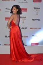 Amyra Dastur at Filmfare Glamour & Style Awards 2016 in Mumbai on 15th Oct 2016 (1322)_5804d7851be23.JPG