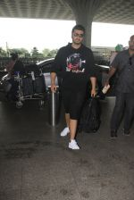 Arjun Kapoor snapped at airport on 16th Oct 2016 (10)_5804ddbcdb18f.JPG