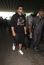 Arjun Kapoor snapped at airport on 16th Oct 2016 (13)_5804ddc0828e6.JPG