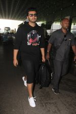 Arjun Kapoor snapped at airport on 16th Oct 2016 (14)_5804ddc1763a8.JPG