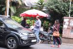 Ashutosh Gowarikar and wife Sunita snapped post lunch on 16th Oct 2016 (14)_5804c5ce2c9c4.JPG