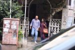 Ashutosh Gowarikar and wife Sunita snapped post lunch on 16th Oct 2016 (2)_5804c366f3157.JPG