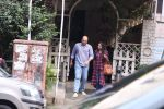 Ashutosh Gowarikar and wife Sunita snapped post lunch on 16th Oct 2016 (3)_5804c5c68aed2.JPG
