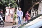 Ashutosh Gowarikar and wife Sunita snapped post lunch on 16th Oct 2016 (6)_5804c5c9685f5.JPG