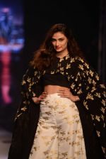 Athiya Shetty walks for Masaba at Amazon India Fashion Week on 15th Oct 2016 (29)_5804a2eb2599d.jpg