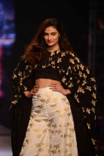 Athiya Shetty walks for Masaba at Amazon India Fashion Week on 15th Oct 2016 (31)_5804a2ecc4071.jpg
