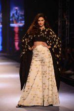 Athiya Shetty walks for Masaba at Amazon India Fashion Week on 15th Oct 2016 (35)_5804a2f0ca8ad.jpg