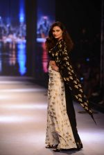 Athiya Shetty walks for Masaba at Amazon India Fashion Week on 15th Oct 2016 (43)_5804a2f66a2be.jpg