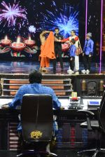 Baba Ramdev on the sets of Super Dancer on 16th Oct 2016 (126)_5804bf0cbad1f.JPG