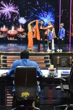 Baba Ramdev on the sets of Super Dancer on 16th Oct 2016 (127)_5804bf0d6f24d.JPG