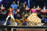 Baba Ramdev on the sets of Super Dancer on 16th Oct 2016 (23)_5804be4b74e04.JPG