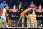 Baba Ramdev on the sets of Super Dancer on 16th Oct 2016 (39)_5804bef8e4e4b.JPG