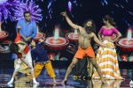 Baba Ramdev on the sets of Super Dancer on 16th Oct 2016 (42)_5804be57778f0.JPG