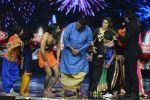 Baba Ramdev on the sets of Super Dancer on 16th Oct 2016 (62)_5804be606bcd2.JPG
