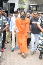 Baba Ramdev on the sets of Super Dancer on 16th Oct 2016 (77)_5804be62dda20.JPG