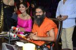 Baba Ramdev, Shilpa Shetty on the sets of Super Dancer on 16th Oct 2016 (104)_5804be6945916.JPG