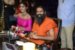 Baba Ramdev, Shilpa Shetty on the sets of Super Dancer on 16th Oct 2016 (105)_5804bf13af1e9.JPG
