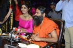 Baba Ramdev, Shilpa Shetty on the sets of Super Dancer on 16th Oct 2016 (106)_5804be6a0f8c8.JPG