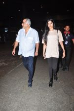 Boney Kapoor, Khushi Kapoor snapped at airport on 16th Oct 2016 (26)_5804b9bf041af.JPG