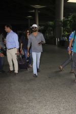 Dhanush snapped at airport on 16th Oct 2016 (13)_5804ddc614f56.JPG