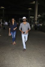 Dhanush snapped at airport on 16th Oct 2016 (14)_5804ddc70330a.JPG