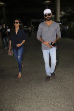 Dhanush snapped at airport on 16th Oct 2016 (17)_5804ddc9aad61.JPG