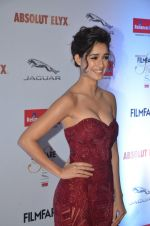 Disha Patani at Filmfare Glamour & Style Awards 2016 in Mumbai on 15th Oct 2016 (1576)_5804d83b2b8a1.JPG