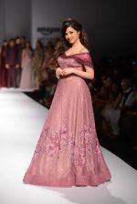 Divya Khosla Kumar walks for soltee by sulakshna monga on 16th Oct 2016 (10)_5804c0f843ad6.jpg