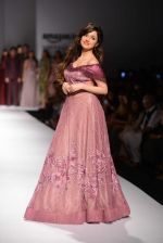 Divya Khosla Kumar walks for soltee by sulakshna monga on 16th Oct 2016 (12)_5804c0f9d1463.jpg