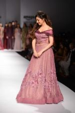 Divya Khosla Kumar walks for soltee by sulakshna monga on 16th Oct 2016 (14)_5804c0fc2e403.jpg