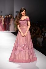Divya Khosla Kumar walks for soltee by sulakshna monga on 16th Oct 2016 (20)_5804c101afdfa.jpg