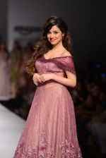 Divya Khosla Kumar walks for soltee by sulakshna monga on 16th Oct 2016 (9)_5804c0f775ed4.jpg