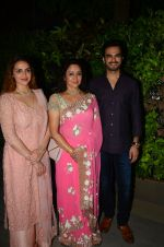 Esha Deol at Hema Malini_s bday party on 16th Oct 2016 (57)_5804c7a6b7151.JPG