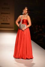 Ileana D Cruz walks for Abhishek Kankaria and shruti Tapuria at amazon day 5 on 16th Oct 2016 (25)_5804c12c2075b.jpg