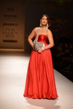 Ileana D Cruz walks for Abhishek Kankaria and shruti Tapuria at amazon day 5 on 16th Oct 2016 (27)_5804c12e40239.jpg