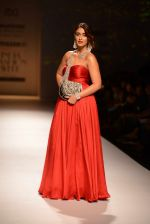 Ileana D Cruz walks for Abhishek Kankaria and shruti Tapuria at amazon day 5 on 16th Oct 2016 (29)_5804c12fe614f.jpg