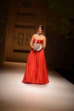 Ileana D Cruz walks for Abhishek Kankaria and shruti Tapuria at amazon day 5 on 16th Oct 2016 (41)_5804c13a10444.jpg