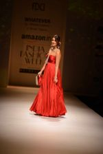 Ileana D Cruz walks for Abhishek Kankaria and shruti Tapuria at amazon day 5 on 16th Oct 2016 (42)_5804c13ae89b0.jpg