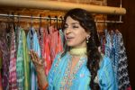Juhi Chawla innaugurates Gopi Vaid_s new store on 15th Oct 2016 (102)_5804a26a91501.JPG